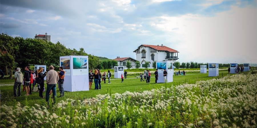 Exposition photos dans les jardins de la Cité de l'Océan